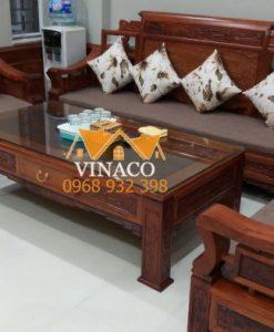 Bộ đệm ghế gỗ đã được hoàn thành với các góc đệm được cắt vừa khít với mặt ghế