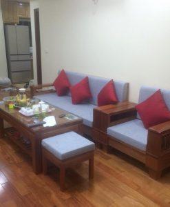 Một bộ đệm ghế hoàn chỉnh bao gồm đệm ngồi, đệm tựa, và gối trang trí sẽ biến bộ ghế gỗ thành ghế sofa