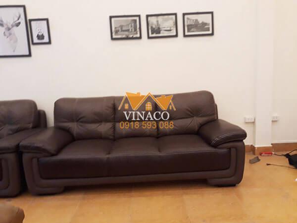 Bộ ghế sofa đã được thay vỏ mặt ngồi tại xưởng sản xuất