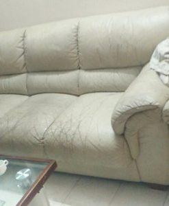 Bộ ghế sofa da nhà cô Hạnh bị nứt gãy chi chít