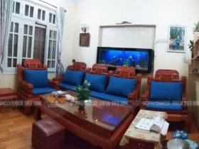 Bộ đệm ghế gỗ giả cổ với sự kết hợp của đệm và gối chữ nhật cho khách hàng ở Ngọc Thụy, Long Biên