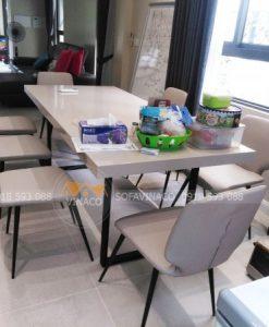 Bộ ghế ăn của chị Linh đã có được một bộ áo ghế vô cùng vừa vặn