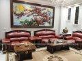 Bọc ghế sofa với màu đỏ bã trầu mang đến vè đẹp cổ điển