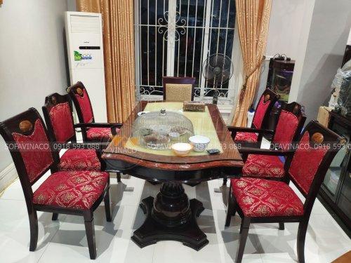 Bộ ghế ăn được bọc lại bằng mẫu vải đỏ thêu chỉ vàng đẹp sang trọng