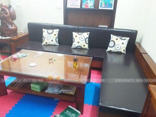 Bộ đệm ghế sofa L được là từ chất da màu đen bóng đẹp và vô cùng sang trọng
