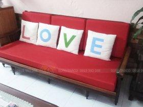 Làm đệm ghế gỗ với màu đỏ may mắn đẹp mắt