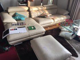 Bộ ghế sofa da thật cũ bị nhão và bám bẩn khi sử dụng lâu