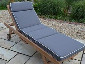 Mẫu đệm này được chia thành nhiều phần để vừa với khung ghế và tiện cất giữ