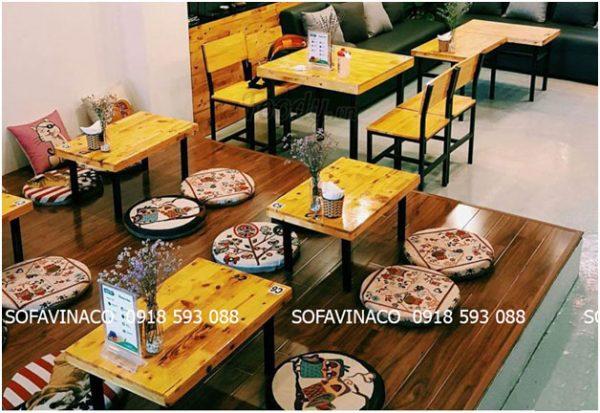 Các tấm đệm ngồi bệt thường thấy trong quán cà phê, ăn vặt