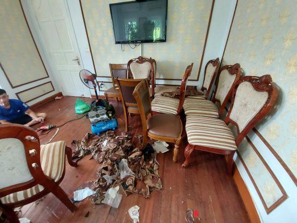Ghế ăn cũ tại nhà hàng Lộc Phát phố Thọ Tháp