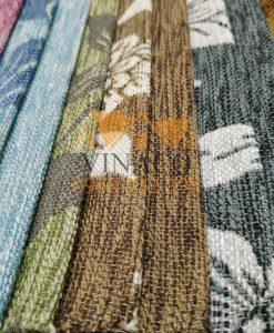 Một mẫu vải hoa đi kèm cùng một mẫu vải trơn