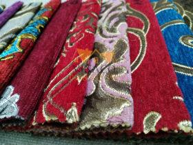 Chi tiết mặt vải nền nhung thêu họa tiết ánh kim sang trọng