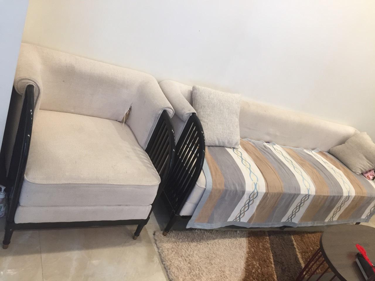 Bộ ghế sofa của gia đình tại Hoàng Hoa Thám, Hoàn Kiếm