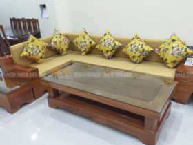 Bộ đệm ghế màu vàng cùng gối tựa màu vàng của chị Hà đã được hoàn thành