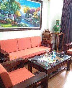 Màu cam đào rất hợp với tông màu chung của phòng khách