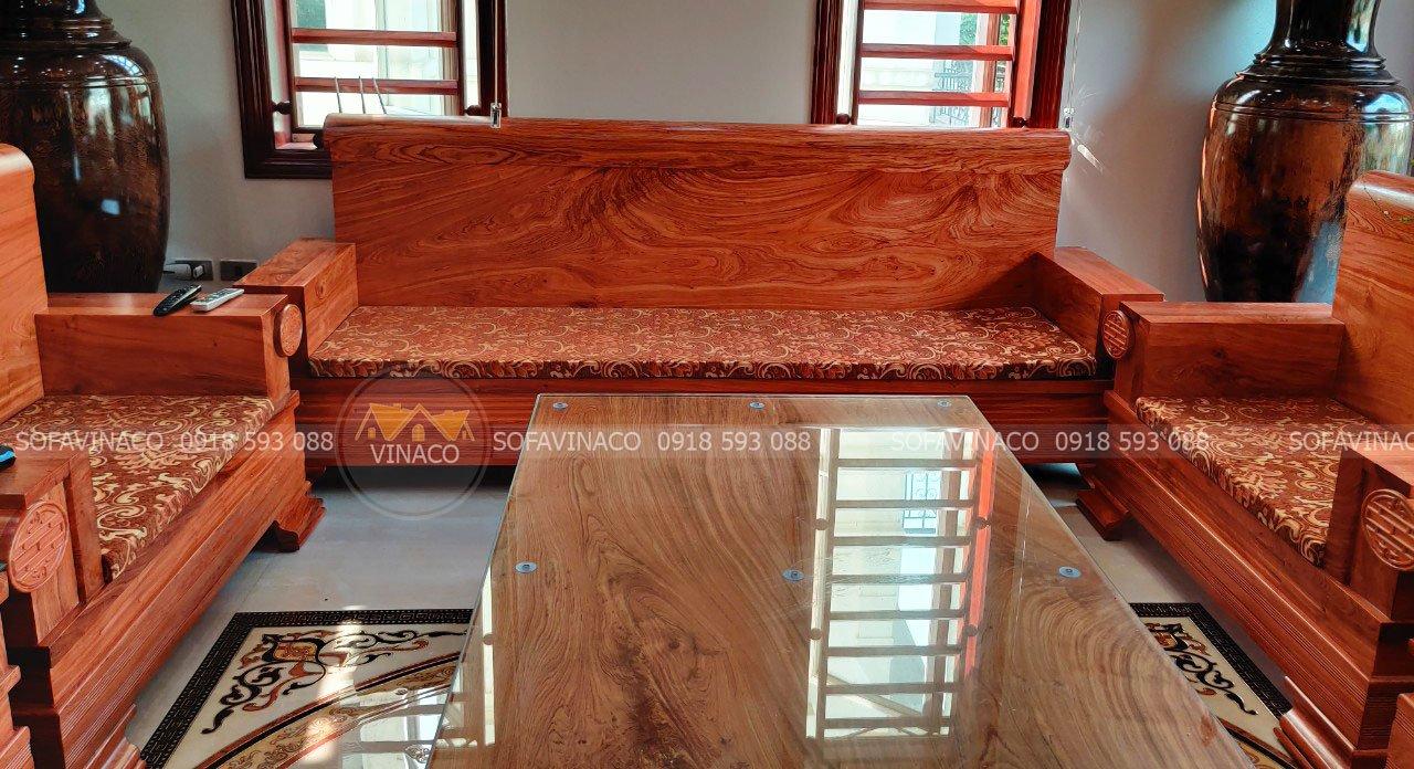 Toàn cảnh bộ đệm ghế được đặt trên bộ ghế nhà anh Toàn tại ngõ 121 Kim Ngưu, Hà Nội