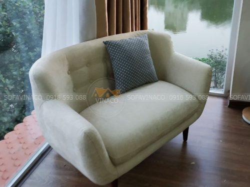 Chiếc ghế đơn đã được bọc vải mới - bọc ghế sofa đơn