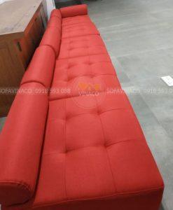 Ghế sofa băng cũng đã được thay một bộ vỏ mới màu đỏ