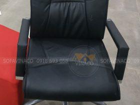 Chiếc ghế xoay đã được bọc da mới