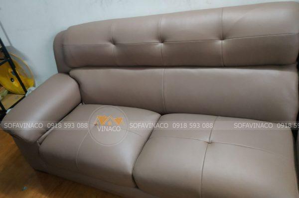 Phần ghế bị rách đã biến mất, ghế được làm mới với dịch vụ bọc ghế của Vinaco