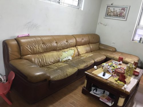 Mặt ghế bị rách khá to