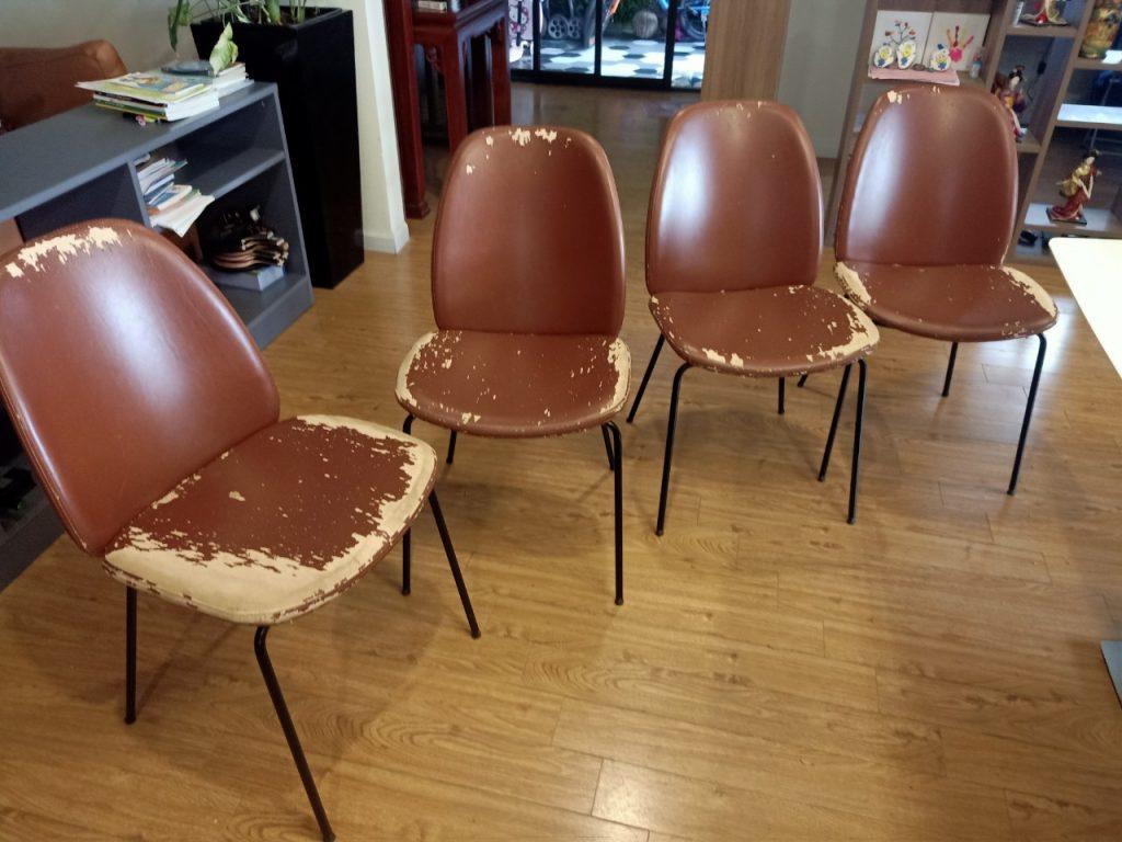 Bộ ghế ăn 8 ghế da bị bong tróc nhiều trên bề mặt tựa, ngồi tại Hoàng Đạo Thúy, Hà Nội