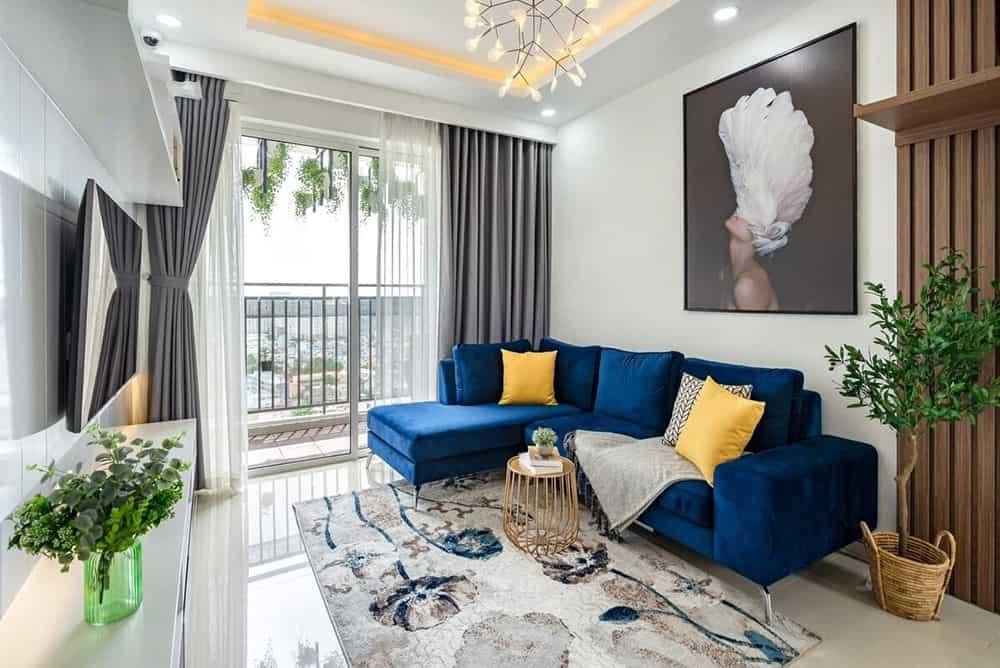 Sofa xanh hải quân thời thượng cho phòng khách