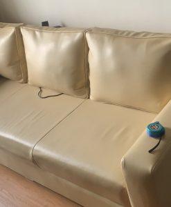 Bộ ghế gia đình anh Hiển đang bị bạc màu da trên phần ngồi tại 36 Trần Hữu Dực