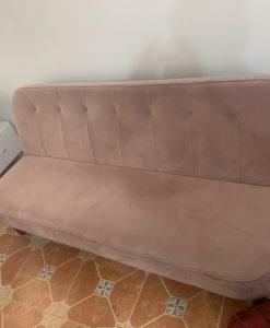Bộ ghế sofa nguyên trạng của chị Nhiên tại Lạc long Quân với gam màu hồng pallet nhẹ nhàng