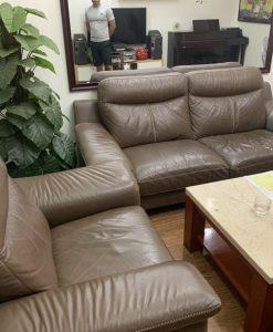 Bộ ghế sofa nhà anh Hùng đang gặp vấn đề rách, nhăn trên các bề mặt ghế