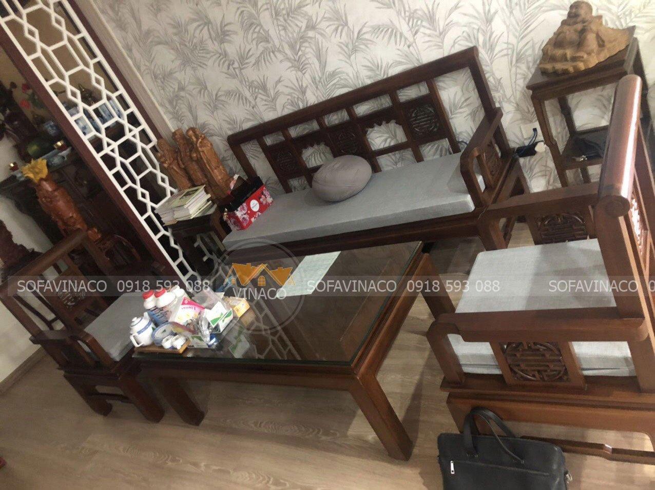 Đệm ghế gỗ bông ép cho anh Quang tại tòa nhà GreenPark