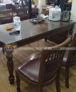 Bộ ghế ăn của gia đình chung cưMandarin Garden sau khi thay lớp bọc cũ snag lớp da mới