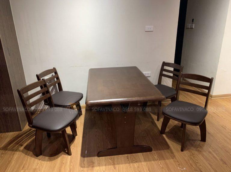 Những chiếc ghế ăn cũng đã được bọc lại cùng tông màu da với bộ ghế sofa