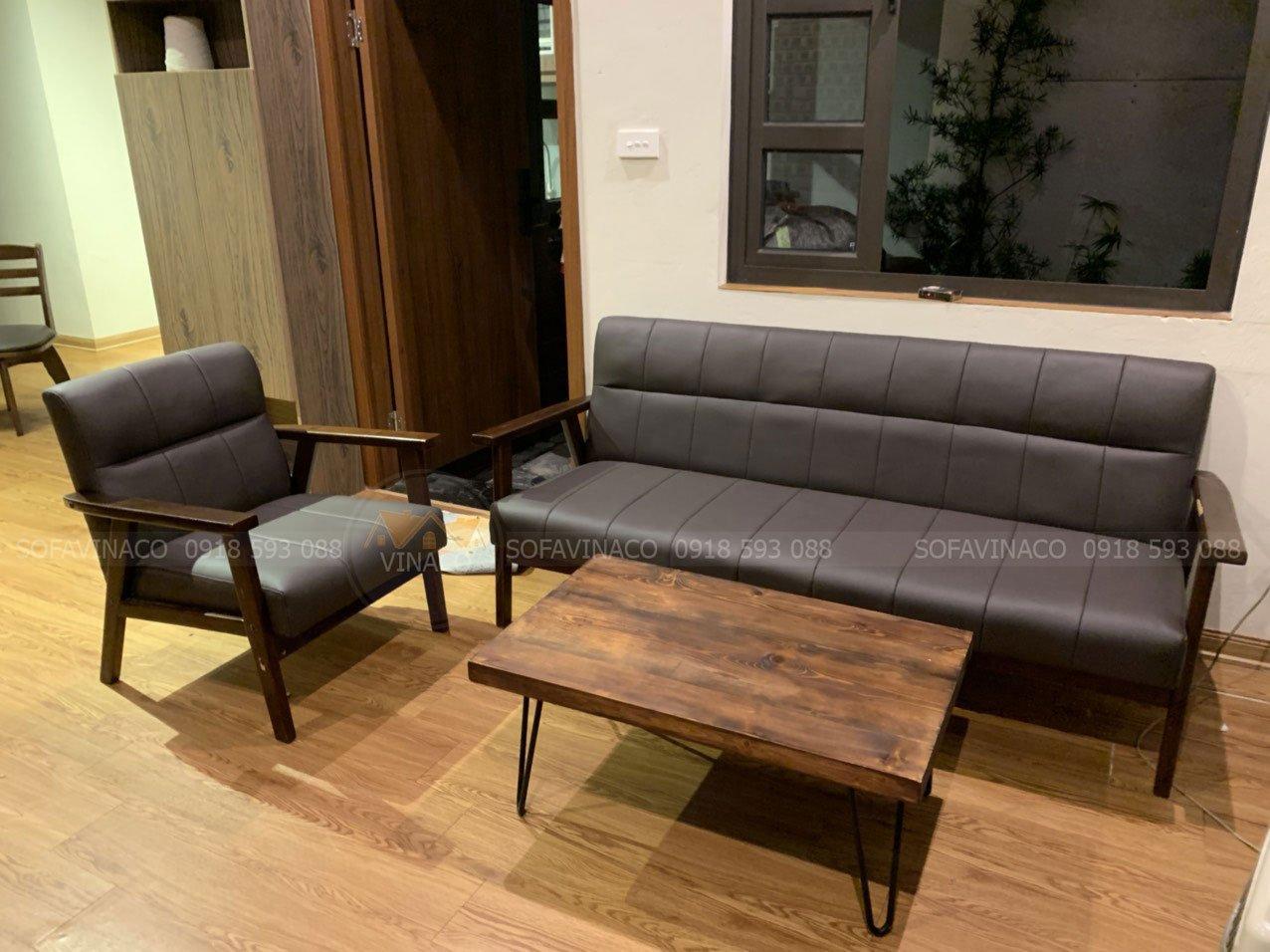 Bộ ghế sofa gỗ được thay lớp da mới tại chung cư Lâm Viên
