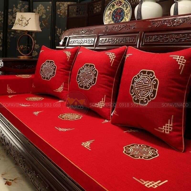 Đệm ghế với gam màu đỏ mang vẻ đẹp sang trọng, hiện đại