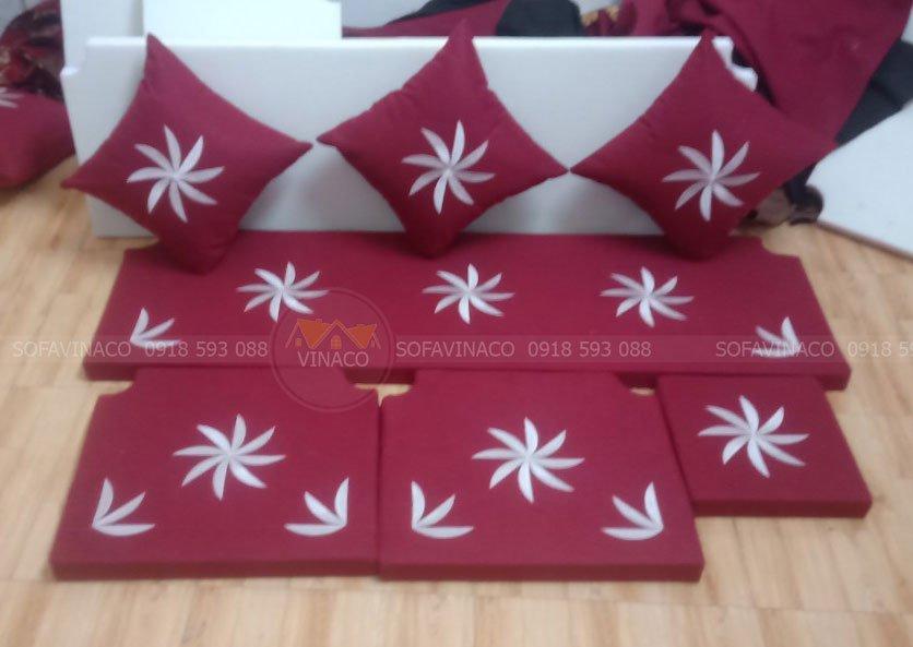 Đệm ghế với họa tiết hoa đẹp màu đỏ