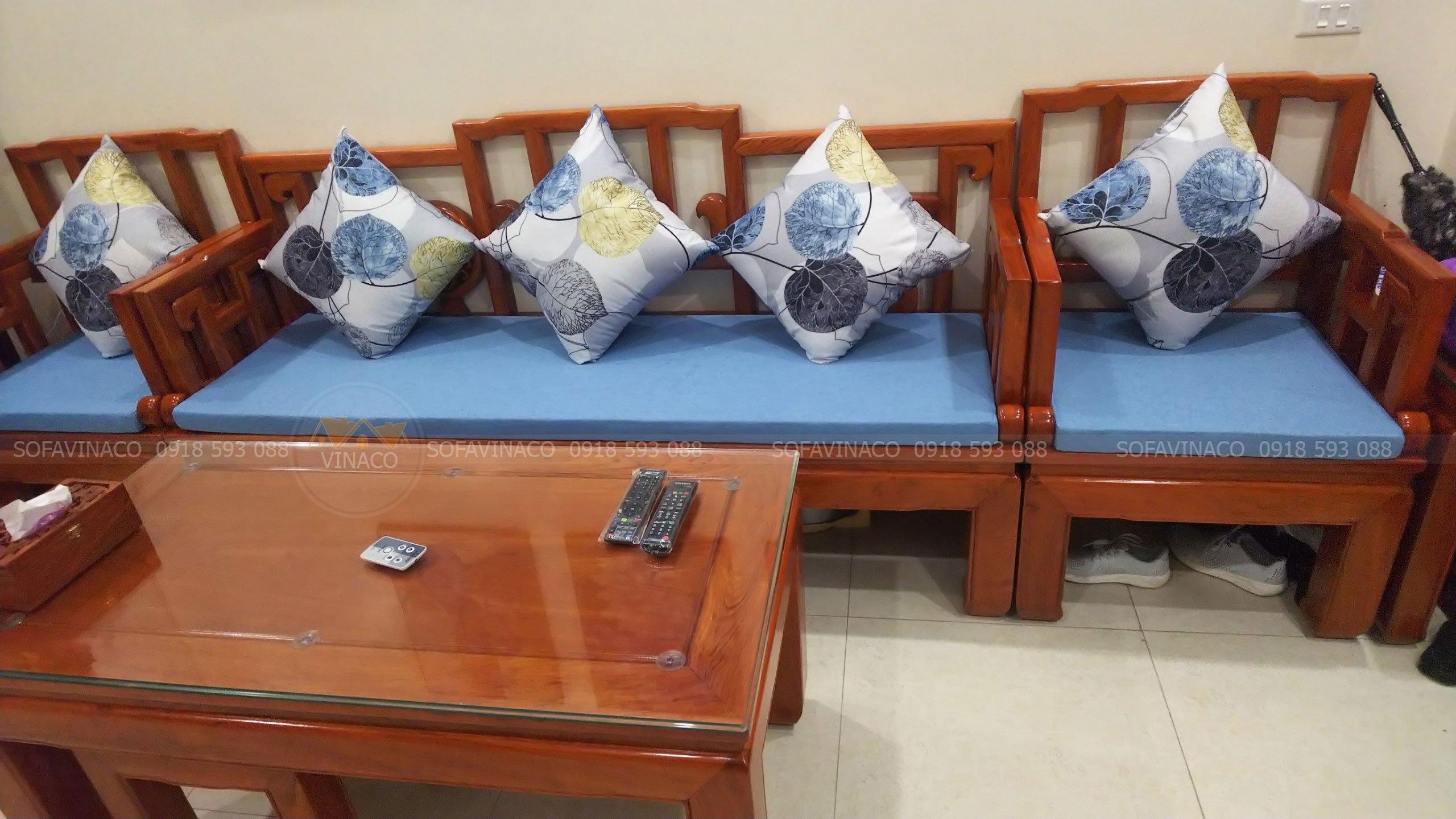 Bàn giao đệm ghế ngồi cho gia đình chú Hùng tại Lạc Long Quân